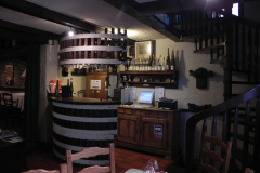 Til smagning hos Kuentz-Bas, Husseren-les-Châteaux, Alsace, Frankrig