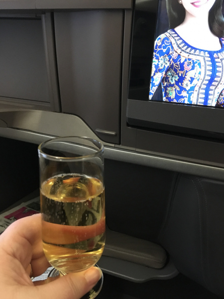 Champagne på Business Class på Singapore Airlines