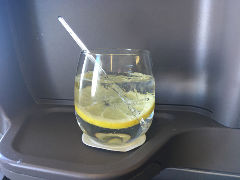 Gin & Tonicg på Business Class på Singapore Airlines