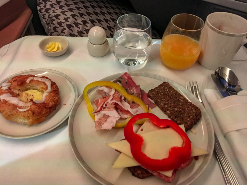 Morgenmad på Champagne på Business Class på Singapore Airlines