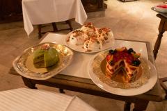 Fantastisk middag i et af Gastronomiens store templer, Restaurant Paul Bocuse i Lyon, Frankrig. Og hastigt videre til kagebordet, med frit valg fra alle hylder.