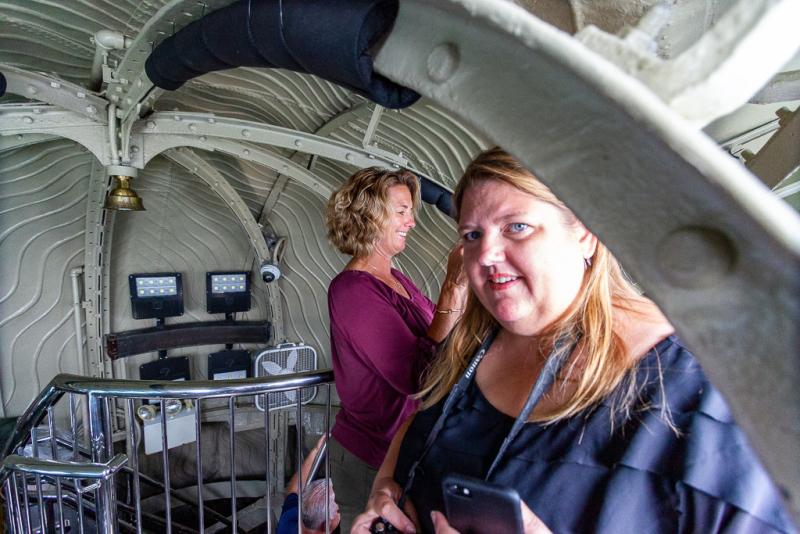 Turister på tur op i Frihedsgudinden, Liberty Island, New York, USA